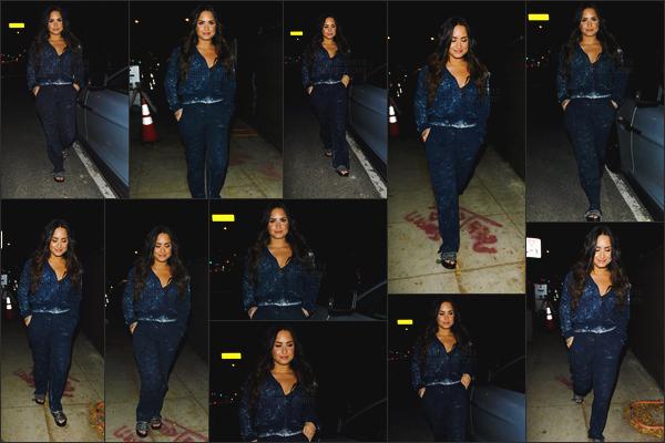 - -• 17.10.17- : En fin de soirée, Demi Lovato s'est rendu dans un restaurant mexicain « Taco Bell » - situé à Beverly Hills !    Notre chanteuse était vêtue d'un ensemble de survêtement, très décontracté pour aller manger seule. Petit sourire pour Demi Lovato, elle est très belle. -