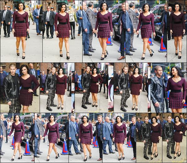 . 16.06.16 —  Demi Lovato a été vue devant les studios du  « Late Late Show » cet fois en compagnie de Nick Jonas !  La belle portait une magnifique robe bordeaux et noir, je suis vraiment fan de son maquillage dans les tons rosés ! Ça fait plaisir de voir D. avec Nick.  .
