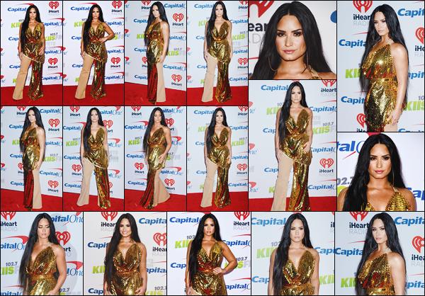 - -• 01.12.17- : Demi Lovato posait sur les tapis rouges lors des  «  102.7 KIIS FM's Jingle Ball  » ─ se situant à Los Angeles !    Notre chanteuse Demi est monté sur scène pour y chanté quelques chansons. Je n'aime pas du tout sa tenue mais par contre j'adore sa mise en beauté..  -