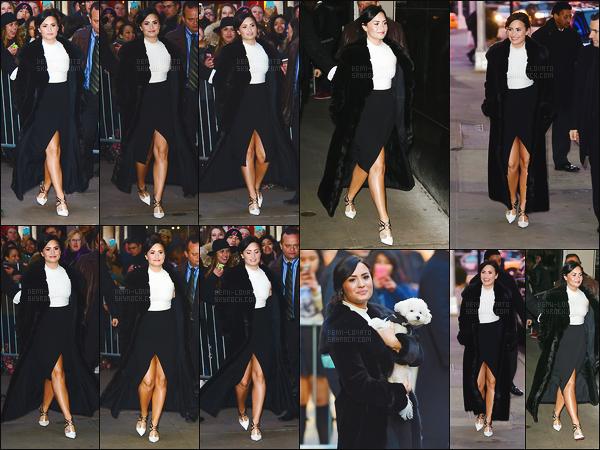 . 12.03.15 —  Demi Lovato, était ici la guest-star de l'émission « Good Morning America » , diffusée à New York!   Demi préparerait unmorceau! « Oui, la musique arrive. Je travaille dessus en ce moment, tout mon temps est dévoué austudio[...] » .
