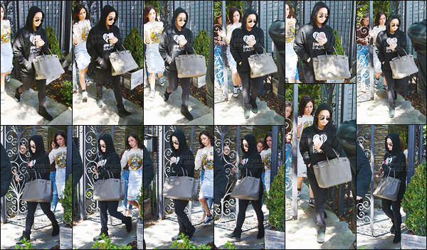 - - 30.03.2016- : Lovato a été photographiée quittant un studio de musique situé cette fois ci dans la ville de Los Angeles !     C'est dans une tenue très décontracté que nous retrouvons notre talentueuse Demi Lovato. Pas besoin d'être pomponné pour les enregistrements ahah. -