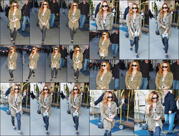 - -• 07.03.12- : Demi Lovato a été photographiée alors qu'elle sortait de son hôtel The Ritz Carlton se situant à New York !    En fin de journée, elle a été vue rejoignant ce même hôtel. J'aime énormément la tenue entière plus particulièrement sa veste, Demi est tellement belle. -
