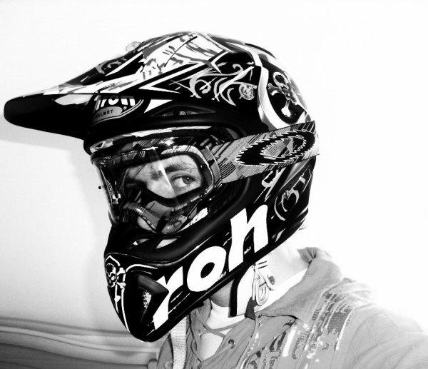 ^^  Sa me détent a mort la moto  ses ma vie, juju ^^
