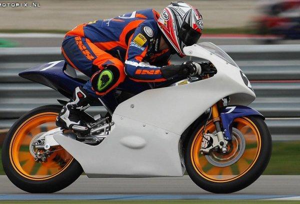 Moi sur ma Honda 125 ^^  j'adore comment je prend de la vitesse avec ce 2 temps