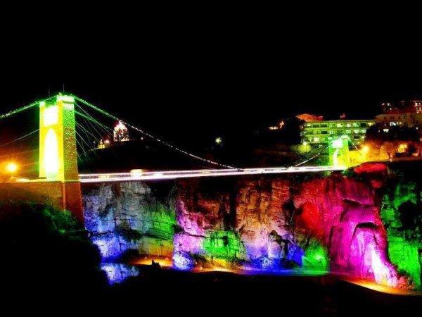 ma ville de Constantine dans la nuit