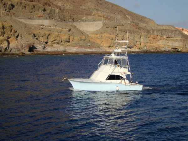 Our commercial fishing charter starts in july out Pasito Blanco,south of Gran Canaria for Nell magic. This nice boat will be drive all the year by Captain Matthias Henningsen .To reserve contact Matthias or Louis.