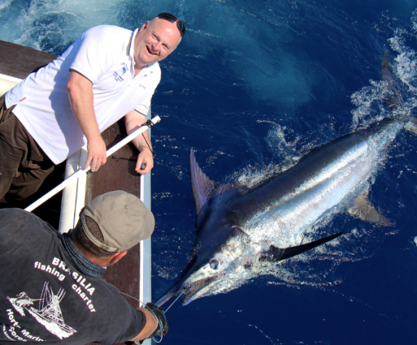 Report of the 3 august ----------------------------------- Windy on Condor bank, result Xacara released a 450lbs and lost a white. Nola lost 2 blues after some second of fights.Look the nice photo of yesterday with Joe and his marlin.