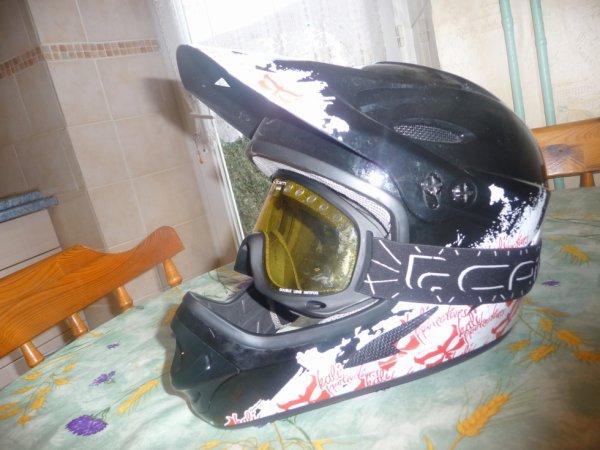 Mon casque de dh :)