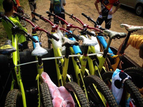 Qui en veux ? ^^ :P C'est le bike a CG en enduro *-* :)