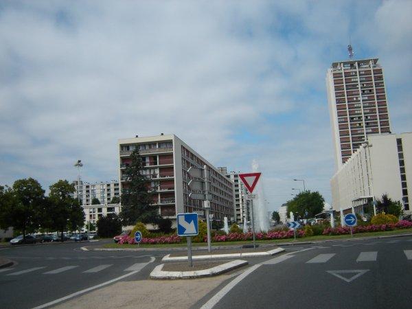 La place Saint-Paul au Sanitas, Tours.
