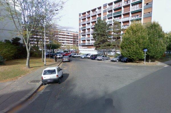 Des barres de la Cité du Sanitas, Tours.