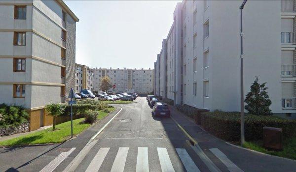 Un bloc de la Cité du Morier, Joué Les Tours.