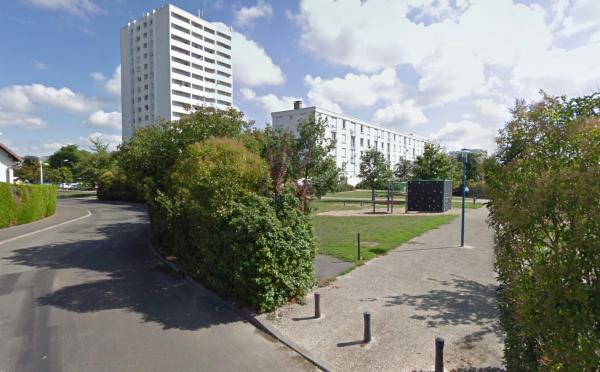 Une entrée de la Cité Niqueux-Bruère, La Riche.