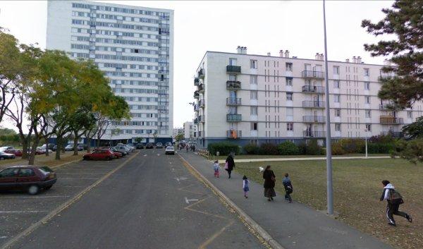 Tour et barre de la Cité des Rives du Cher, Tours.