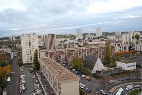 Vue aérienne de la place St Paul au Quartier du Sanitas, Tours.