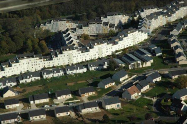 Vue aérienne de la Cité de la Verrerie, Amboise.