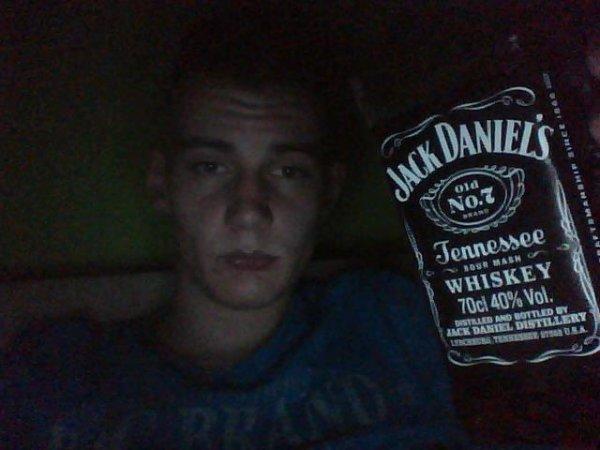 jack et daniels sont mes deux seul amis <3