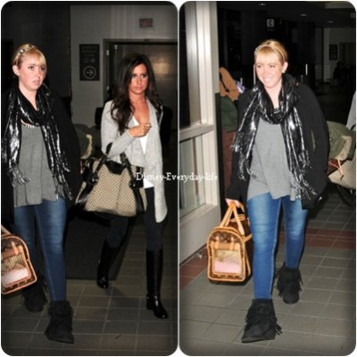 18-10 ~ Ashley et sa soeur a LAX airport en direction de Vancouver, j'aime beaucoup la tenue d'ashley et celle de sa soeur aussi pour moi c'est  TOP