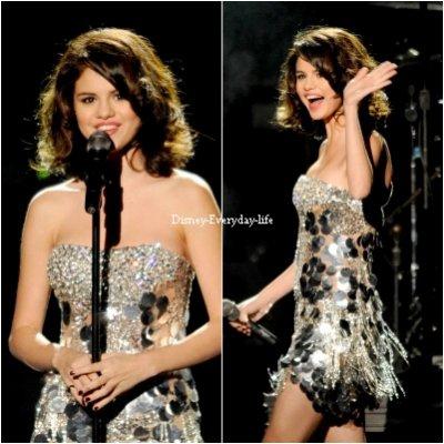 23-10 ~ Selena a l'évenement organisé par Justin Timberlake (Justin Timberlake & Friends) pour une oeuvre de charité, Selena est juste magnifique dans cette sublime robe pour moi c'est un gros TOP