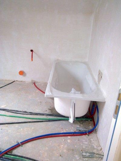 Passage de l'électricien et du plombier avant la chape !