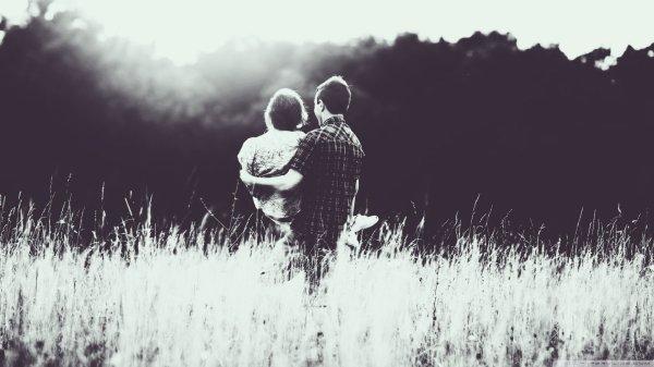 A un certain moment, nous devons comprendre que certaines personnes resteront dans notre c½ur même si elles ne restent pas dans notre vie.