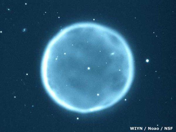 Abell 39 d'Hercule, un linceul d'étoiles