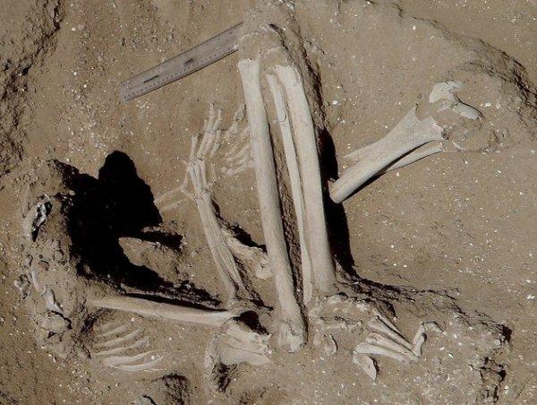 femme attachée lors de la mort