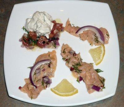 Petit tartare de saumon aux baies rouges