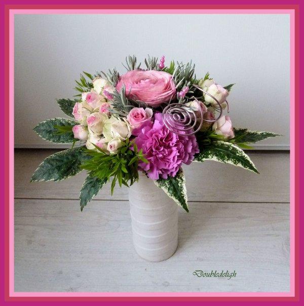 Bouquet rond sur les tons roses ....