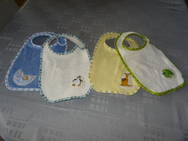 Les petits bavoirs pour bébé attendu ....