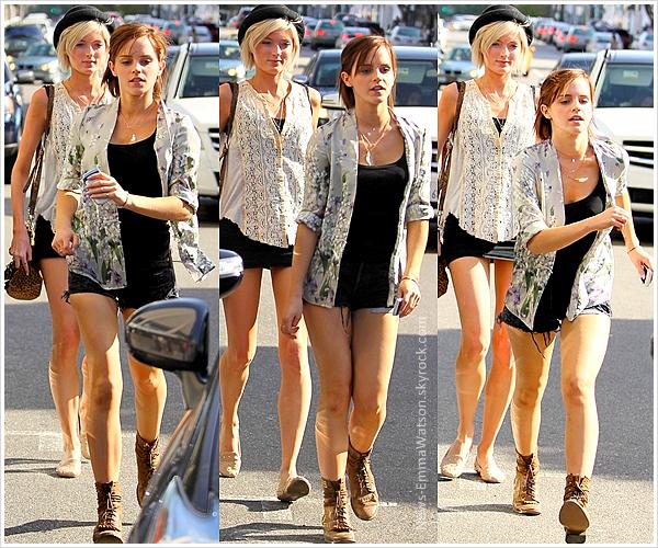 7 Avril - Emma et son amie Sophie Sumner sortaient de la boutique Intermix & plus tard du Château Marmont.
