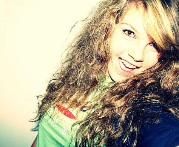 """"""" Beaucoup de choses sont cachées derrière un sourire"""""""