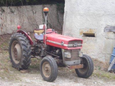 les tracteur Mf 20-25spécial avec char 4m et mf135 avec benne(enlever sur la photo)