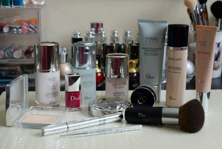 Article pour les filles vous avez beaucoup de cosmétiques ??