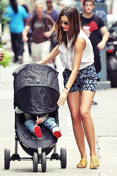 Miranda promène son fils dans les rues de New York, le 25 juin