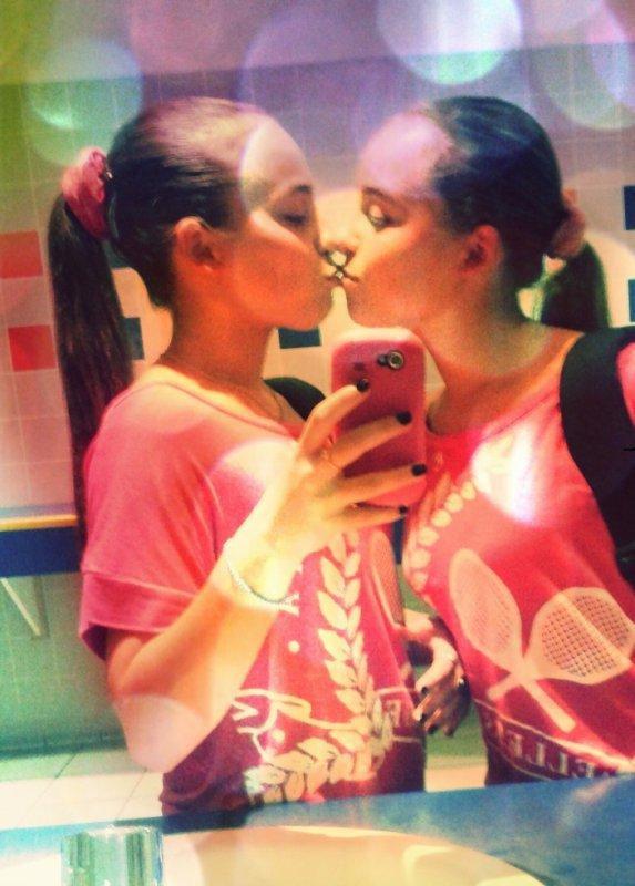 L'amour d'une jumelle , bien plus fort que tout .. ♥