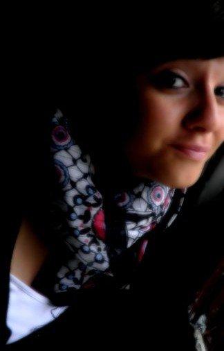« Les vrais A M I S sont ceux qui nous aident, sans qu'on leur demande. Ceux qui ne se défilent pas lorsqu'on ne va pas bien,Et prennent le temps de nous écouter.Ceux qui malgré les circonstances restent présents.Les vrais amis on les retrouve quand ça va mal,Pour nous guider sur le bon chemin.Ce sont ceux qui accourent pour nous consoler,Pour essuyer nos larmes, quand la vie nous blesse. Ceux qui comprennent notre chagrin sans poser de questions,Les vrais amis on n'en a pas beaucoup.Mais on sait que peu importe la situation, ils seront là pour nous. »