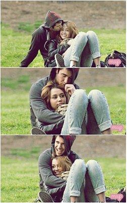 5.Fév.11 Miley & Joshua au parc en amoureux avec le nouveau petit chien de MileyMais où est rendu Matt ( son chien blanc) surement trop lourd maintenant pour le transporter. Pour cela qu'elle est passé à une petite taille!