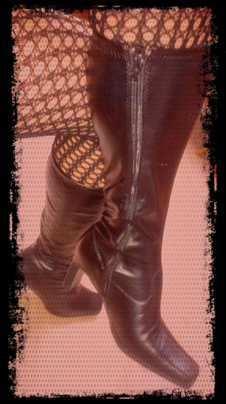 Des bottes, une amie à les mêmes