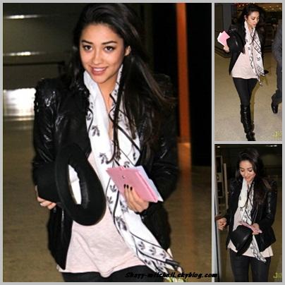 Shay de plus en plus traquée par les Paparazzis,                                                                                                                                                               a été photographié en se rendant à l'Aeroport de Toronto pour rentrait à L.A.