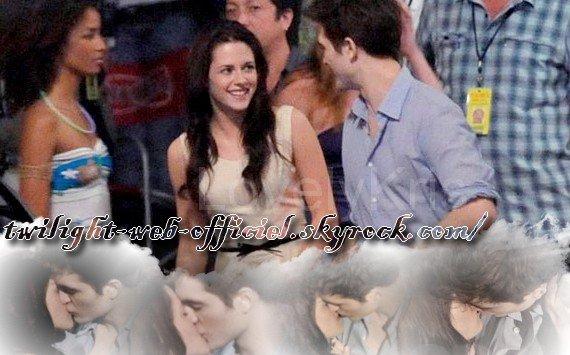 •Rob et Kris avec des fans au départ du Brésil et photos de rob bella et asley