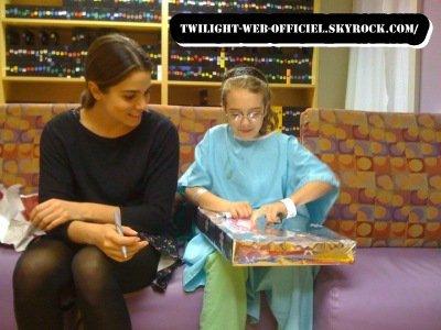 Pendant ce temps, les Cullen ont rendu visites à des enfants hospitalisés à Baton Rouge photos d ashley