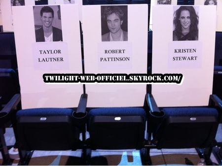 •Rob, Kristen et Taylor aux People's Choice Awards 2011 •Rob aux Golden Globes le 16 janvier