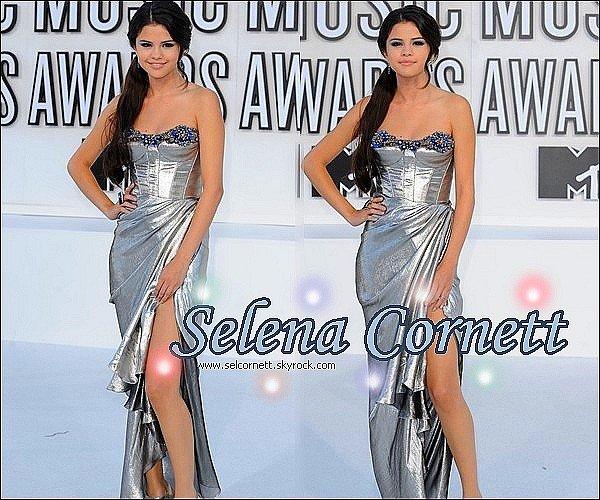 .    Bienvenue sur ta plus fidèle & meilleure source sur Selena Marie Cornett !     .