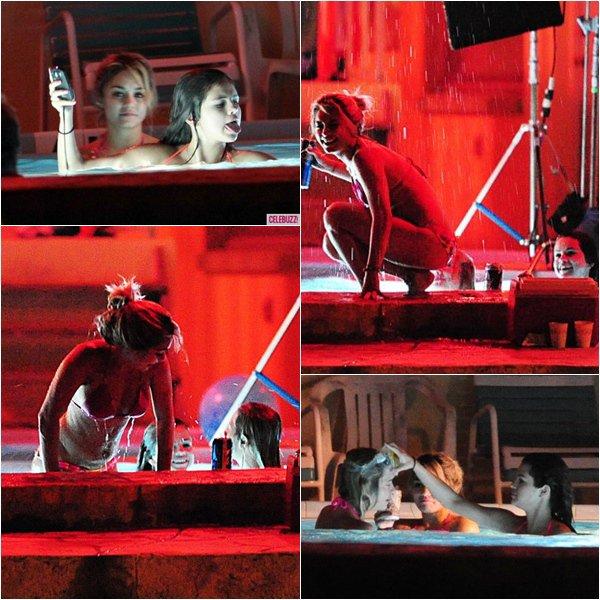 14mars: Selena toujours sur le set de spring breakers a tourné des scènes dans une piscine. Vous aimez?