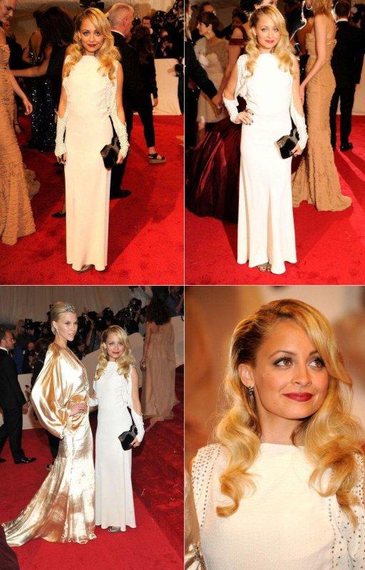 Nicole au MET gala de NYC avec le mannequin Britt Maren pour qui Nicole à dessiner la robe.  |   2 mai