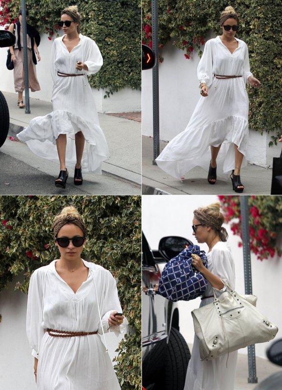 Nicole quittant la maison d'un(e) ami(e) dans Los Angeles     10 juin
