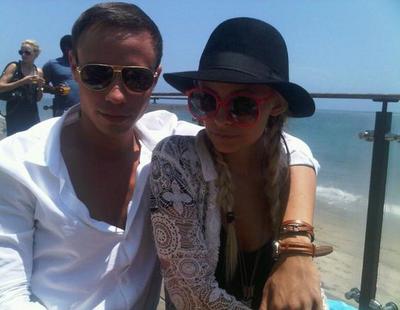 Nicole fête l'independance day sur la plage de Malibu avec quelques amis, son mari Joel et Benji  |   4 juillet