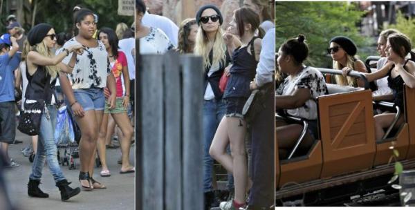 Nicole, sa soeur et quelques amies ont étaient aperçue à Disneyland  |   26 juillet