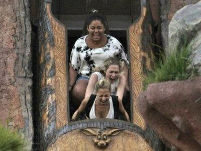 Nicole, sa soeur et quelques amies ont étaient aperçue à Disneyland      26 juillet